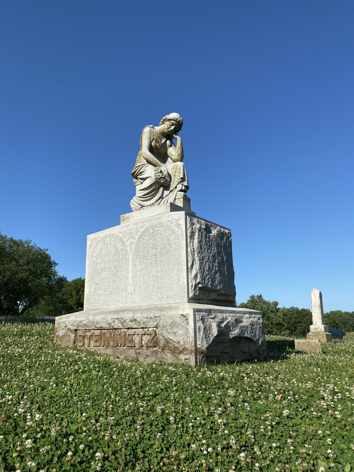 Washington Cemetery Statue
